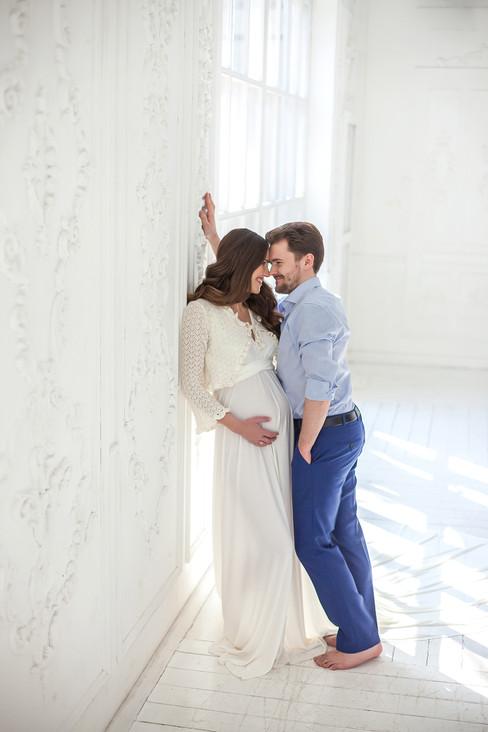 фотосессия беременных с мужем в студии фото