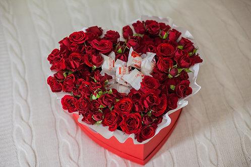 цветы в коробке сердце фото