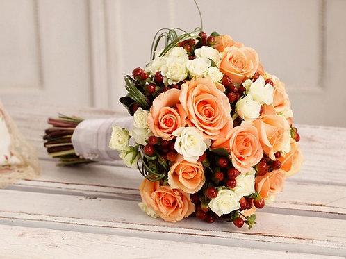 Букет невесты из белых и персиковых роз