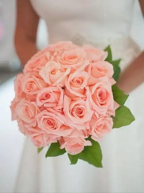 Свадебный букет из коралловых роз