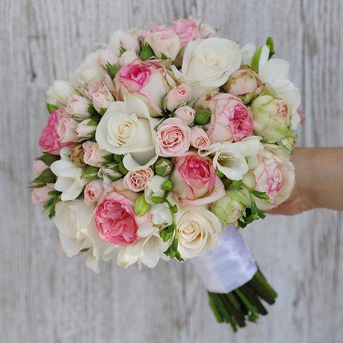 Свадебный букет из пионовидных розовых роз