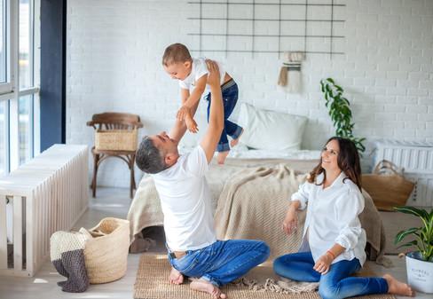 фотосессия беременной с мужем в джинсах