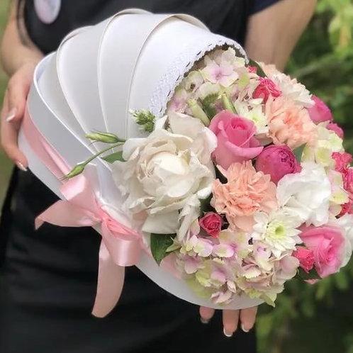 Букет в люльке в розовых тонах