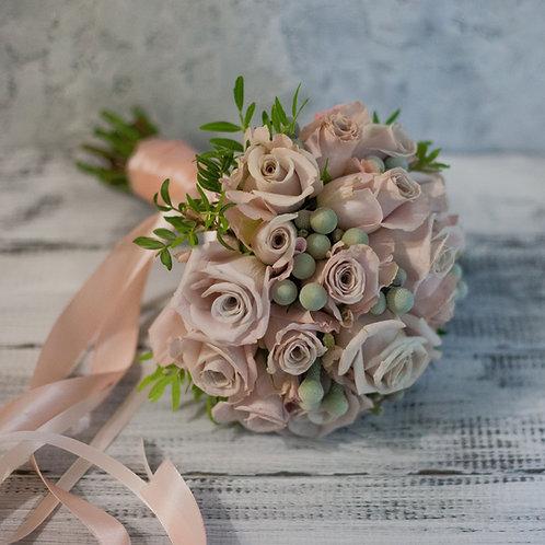 свадебный букет из бежевых роз