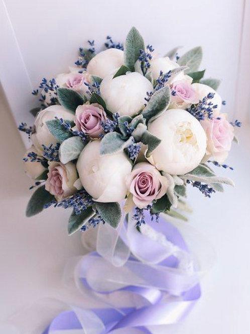 Букет невесты из пионов, роз и лаванды