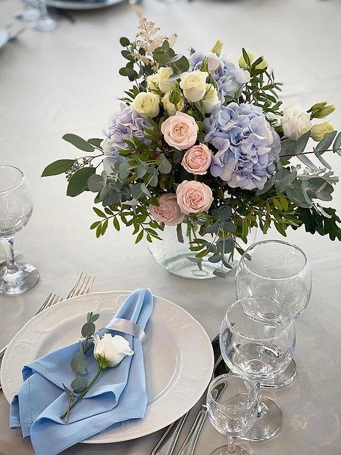 Небольшая композиция в вазе на столы гостей