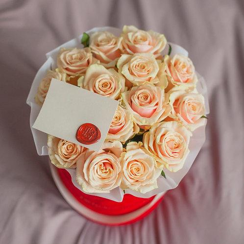 Розы Талеа в шляпной коробке