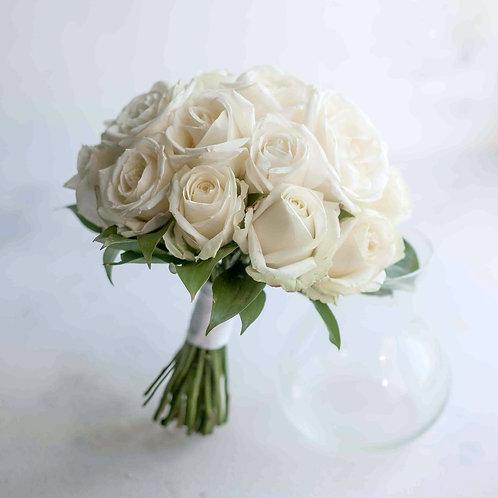 Букет невесты из кремовых роз