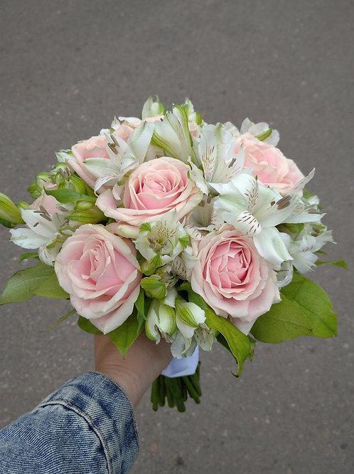 Букет невесты из роз и астральмерии