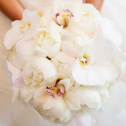Букет невесты из орхидей и пионов
