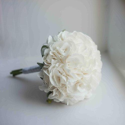 Свадебный букет из белой гортензии