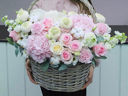 Цветочная корзина в розовых цветах