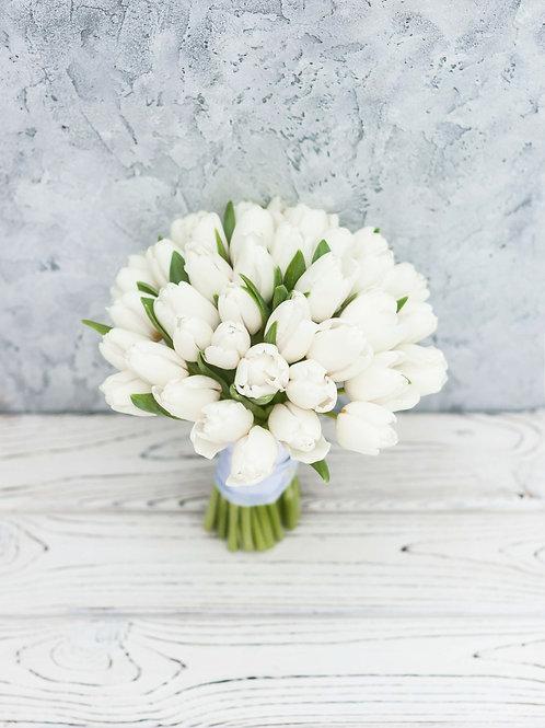 Свадебный букет невесты из белых тюльпанов