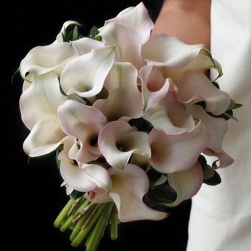 Букет невесты из бежевых калл