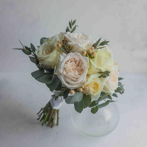 Пудровый букет невесты из роз Вайт Охара