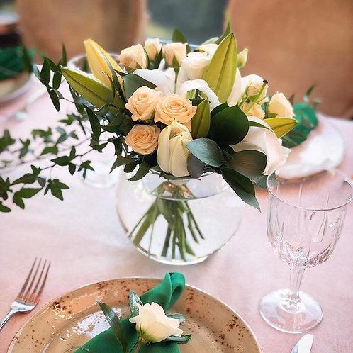 Цветочная композиция на столы гостей в круглой вазе
