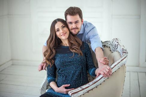 фотосессия беременных с мужем дома