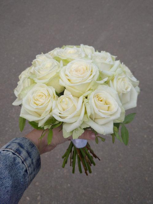 Пудровый невесты из крупных роз