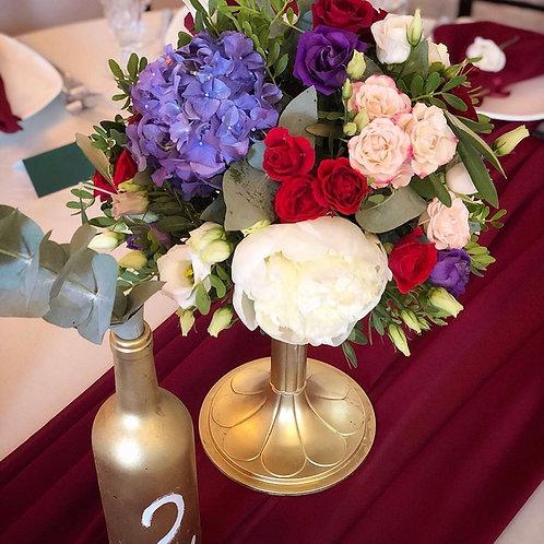 Композиция в вазе на гостевые столы из пионов, роз и гортензии