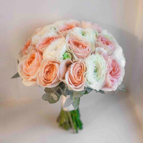 Букет невесты из ранункулюсов в персиковой гамме