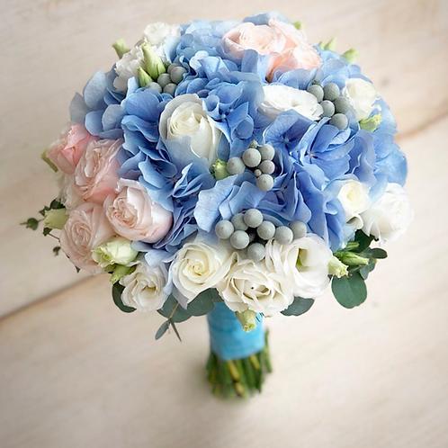 Свадебный букет в голубой гамме из пионовидных роз и гортензии
