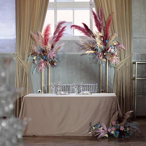 Оформление стола молодоженов композициями в стиле Бохо