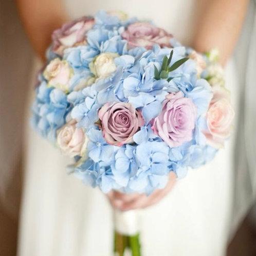 Букет невесты из роз и гортензии