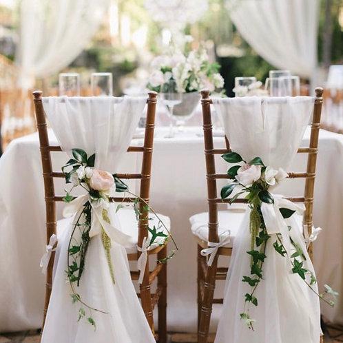 Декор стульев цветами, зеленью и тканями