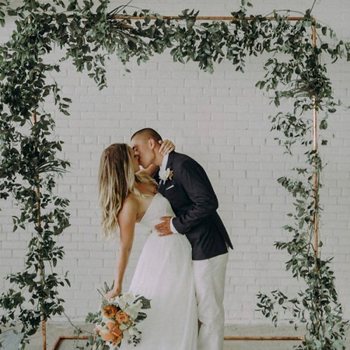 Свадебная арка с зеленью