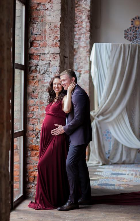 семейная фотосессия беременной с ребенком и мужем