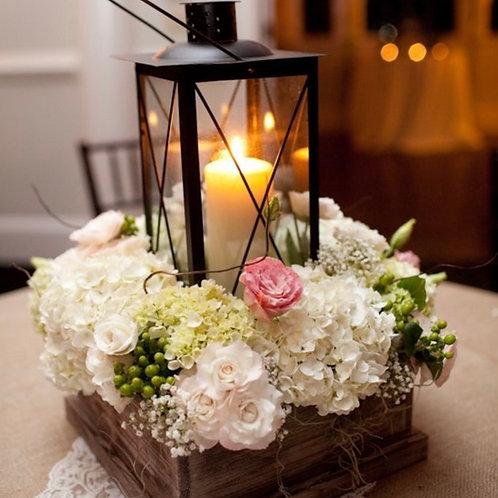 Композиция на стол гостей с фонарем