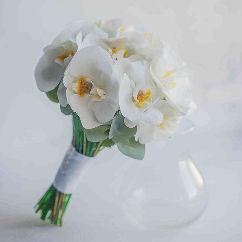 Букет невесты из белых орхидей