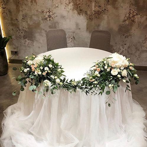 Цветочная композиция на круглый стол