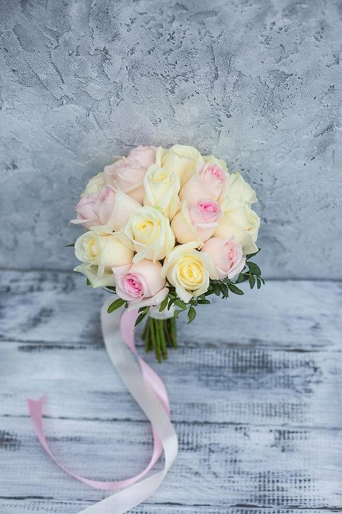 Розово кремовый букет невесты