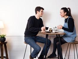 À la rencontre de Simon et Isabelle, nouveaux tenanciers du Café des Châteaux à Sion