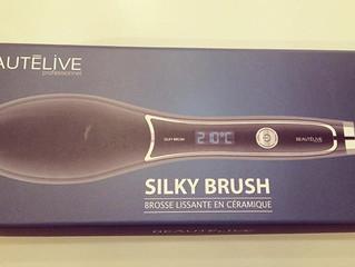 Brosse Lissante Silky Brush de Gouiran Beauté, un brushing aussi simple qu'un coup de brosse !