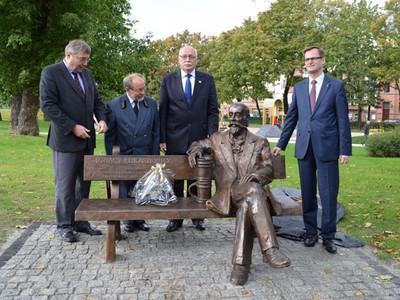 Ławeczka Ignacego Łukasiewicza w Poznaniu