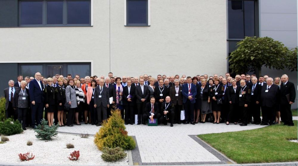 Zdjęcie pamiątkowe uczestników XXXIX WZD SITPNiG (fot. J. Lubaś)