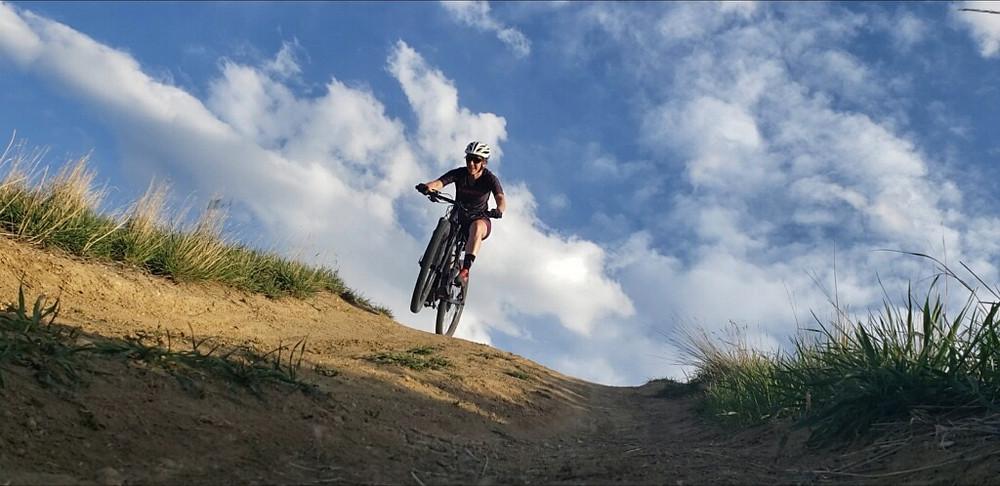 mountain bike, jump, women