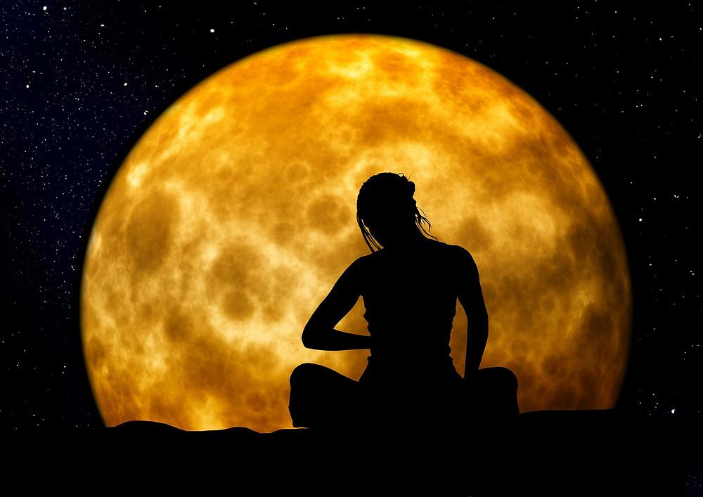 Im Gleichtakt mit dem Mond (Foto: Gerd Altmann auf Pixabay)