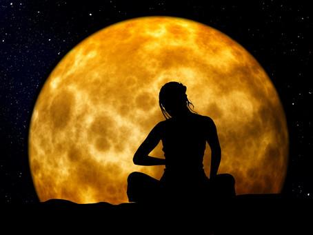 Mit dem Mond verbunden