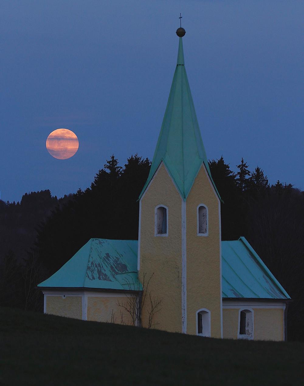 Mondaufgang an der Gießhof-Kapelle (Foto: D. Steigenberger)