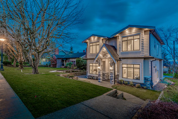 How a twilight photo can sell a home