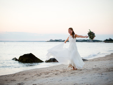 10 Little Moments Every Wedding Photographer Adores