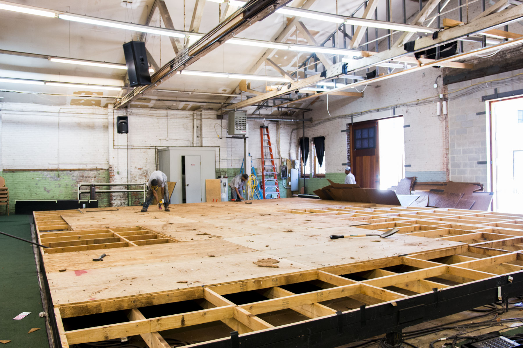 Deconstructing the stage