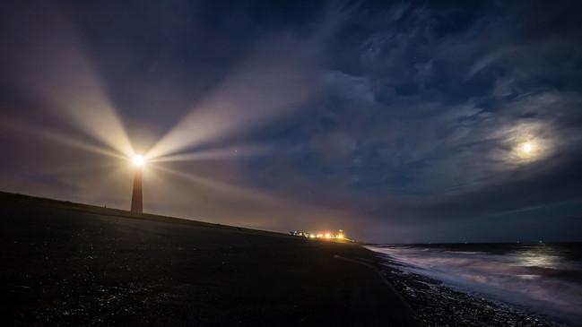 《德魯克:管理學中的一座燈塔》