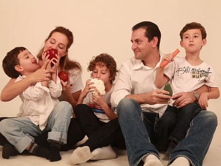 האם קיים קשר בין הדרך בה אנחנו מחנכים את   ילדינו לבין תזונה לקויה?