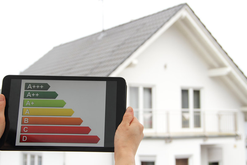 Energy label on a tablet with a house in