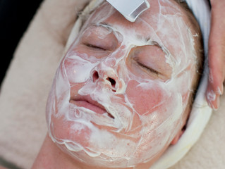 6 Reasons to See an Esthetician!