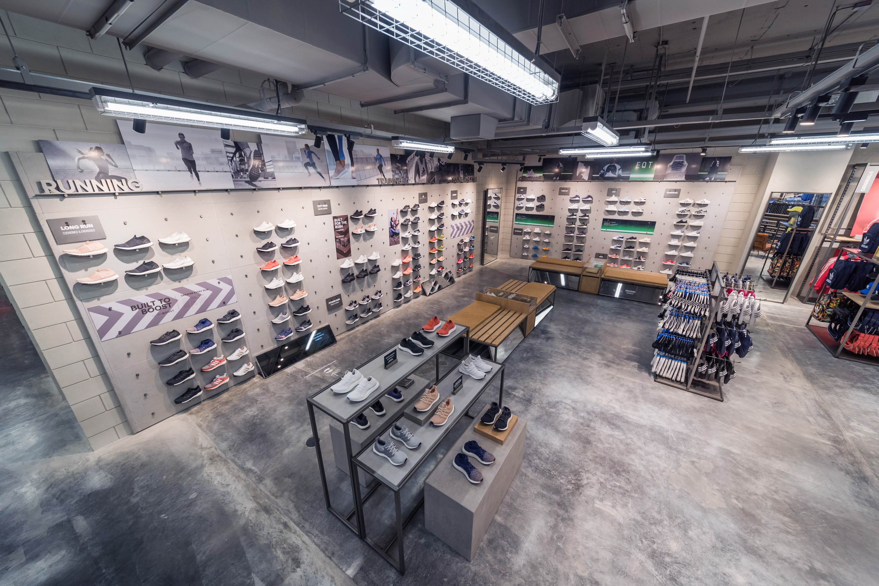 Adidas Shop - ผนังตกแต่ง - Decorative wa